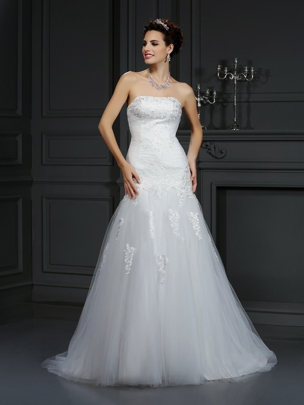 Sheath/Column Strapless Lace Sleeveless Long Satin Wedding Dresses
