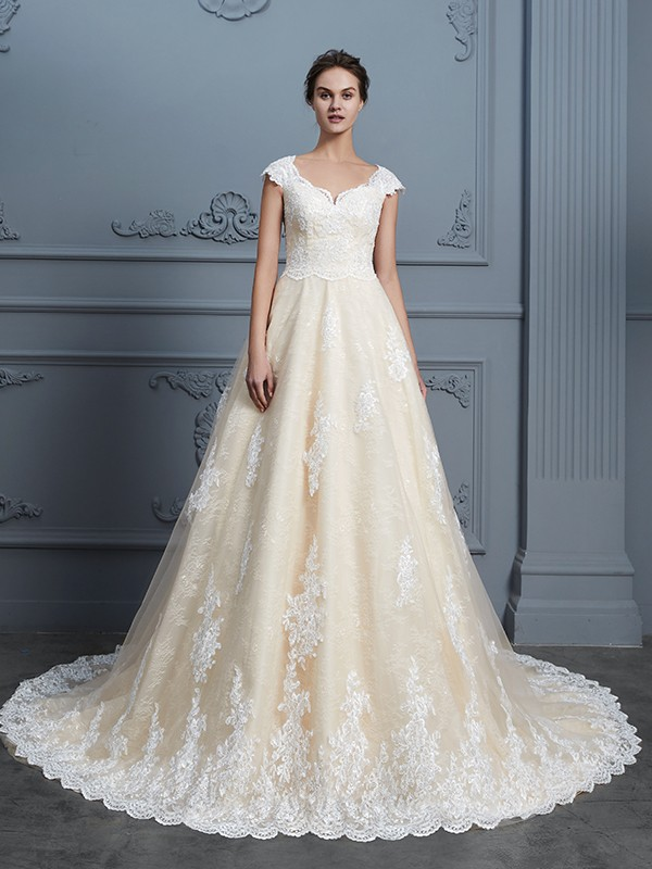 Ball Gown Sweetheart Sleeveless Court Train Lace Wedding Dress