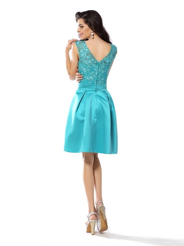 A-Line/Princess Scoop Applique Sleeveless Short Satin Cocktail Dresses