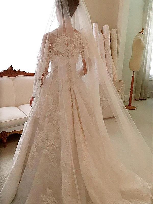 A-Line Lace Court Train Scoop Applique Sleeveless Wedding Dresses
